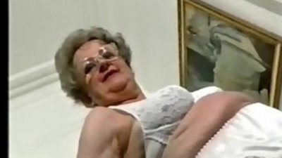 Enjoy this exhibitionist granny amateur older